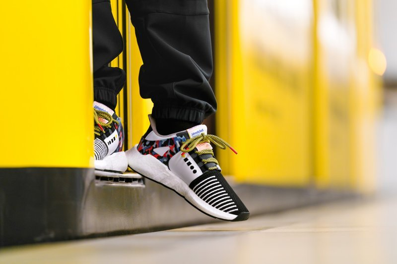 В Берлине выстроилась огромная очередь за кроссовками со встроенным проездным