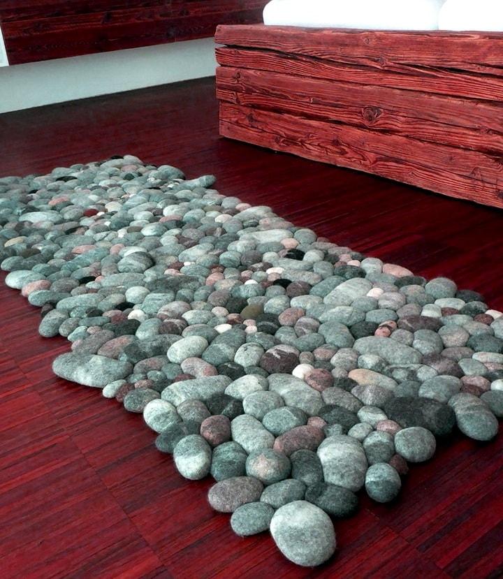 Думала, что коврик сделан из морских камней, однако нет&8230; Из строго свитера!