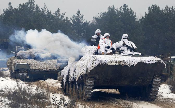 Война у наших границ: Порошенко назначил новую дату наступления на Донбасс