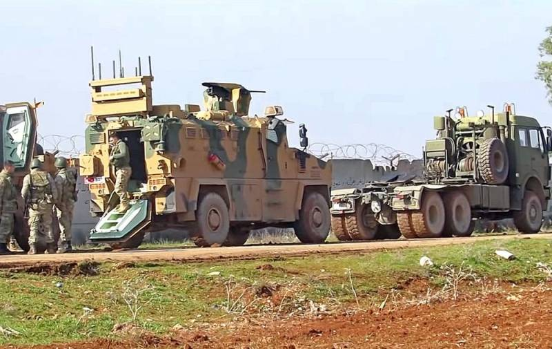Под конвоем российских военных: турки эвакуируют боевую технику из Хамы Новости