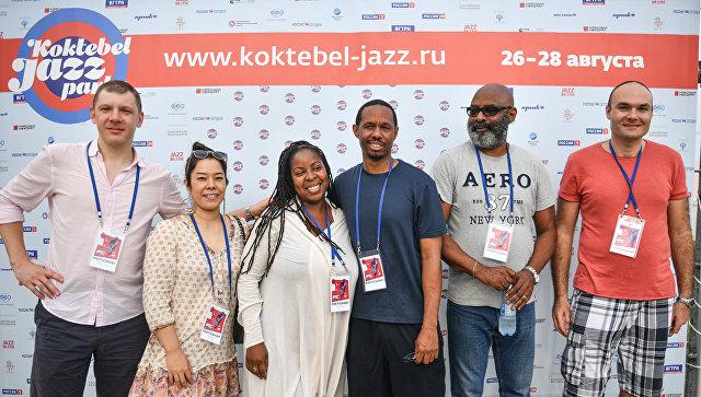 Американцы на Koktebel Jazz Party восхищены сценой у моря и крымским борщом