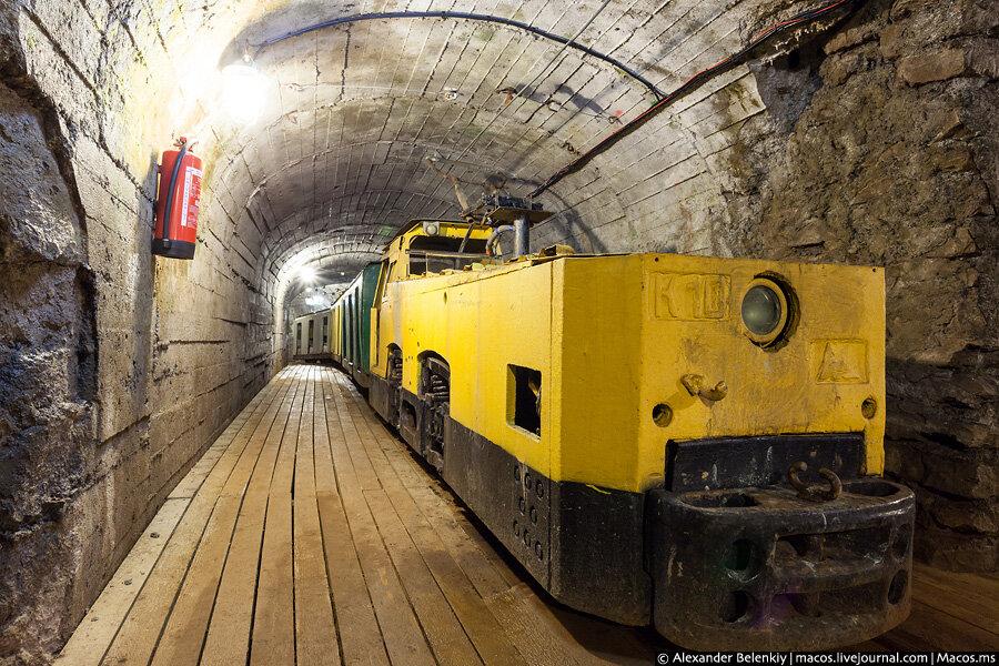В Челябинской области в действующую шахту уронили... электровоз ! Никто не пострадал