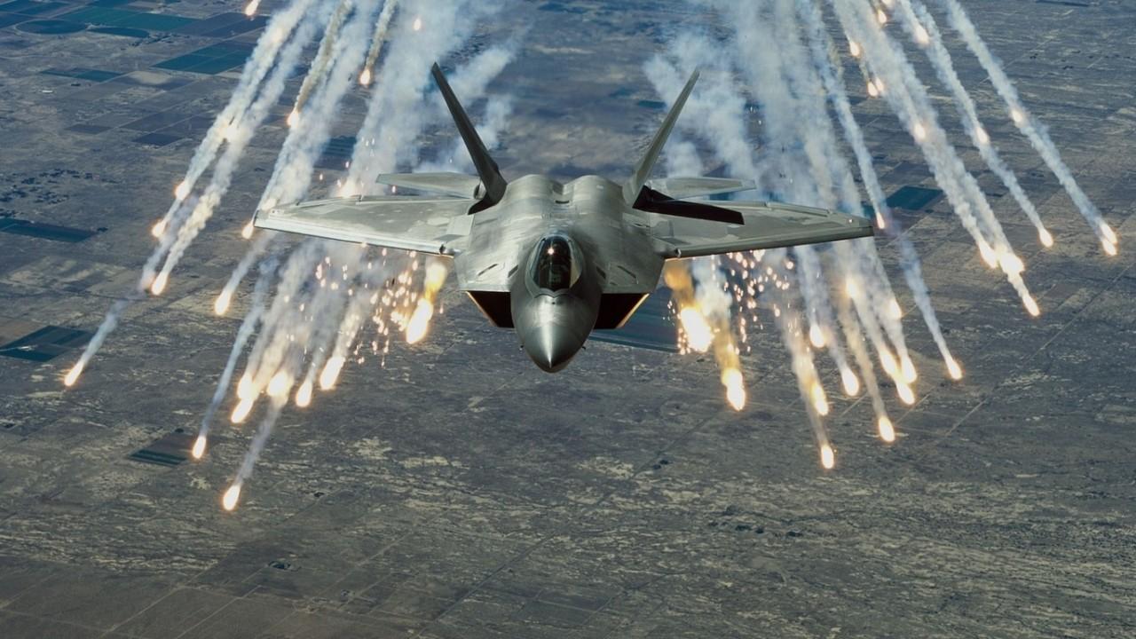 Вчера в Сирии пропал с радаров американский истребитель пятого поколения F-22 Raptor