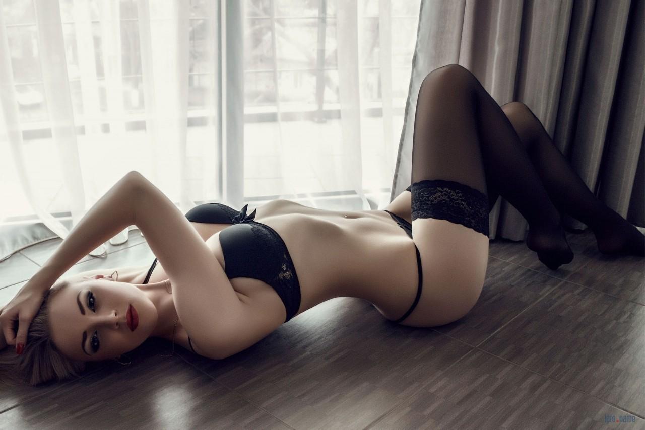 Фотографии девушка в чулках, Болееочень красивых девушек моделей в чулках 19 фотография