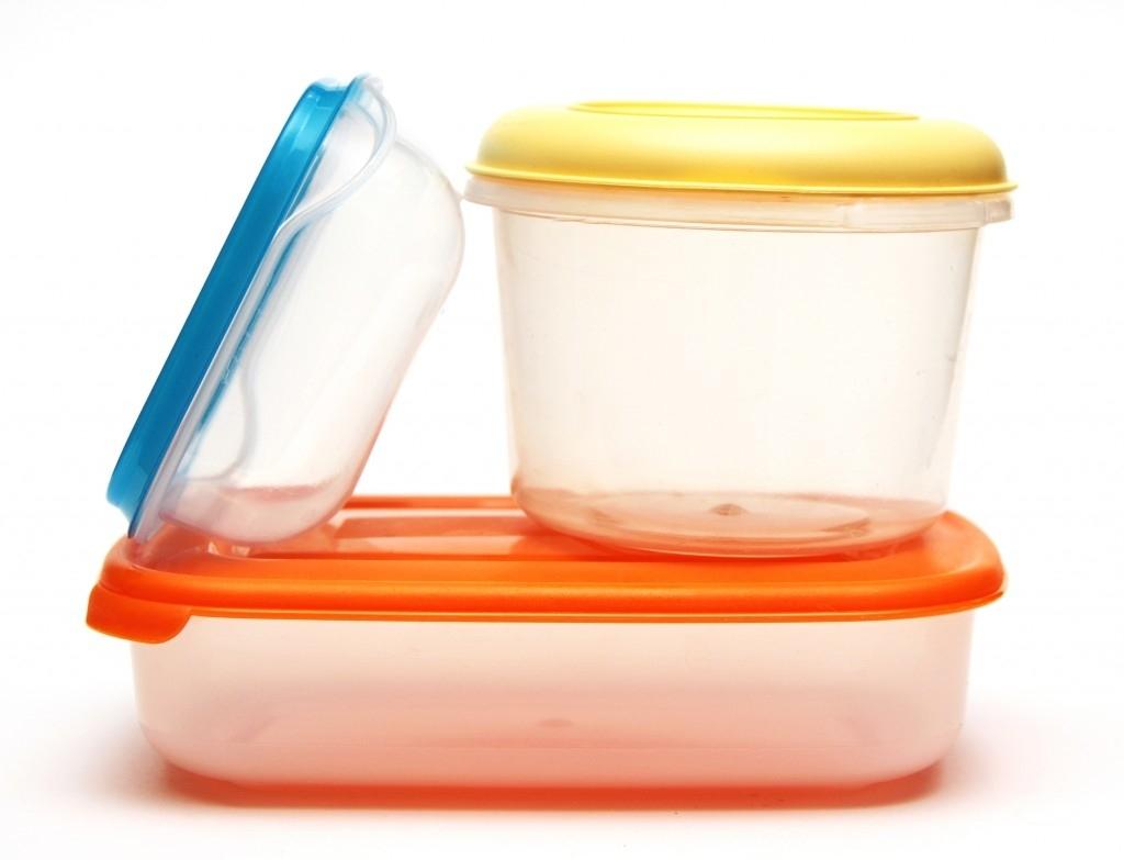Как избавить пластиковые контейнеры от противного запаха