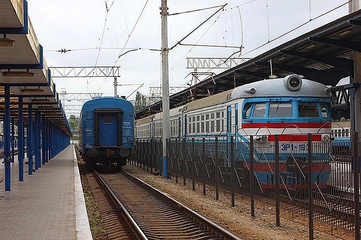 На Украине поезд сошел с рельсов из-за разобранного железнодорожного полотна