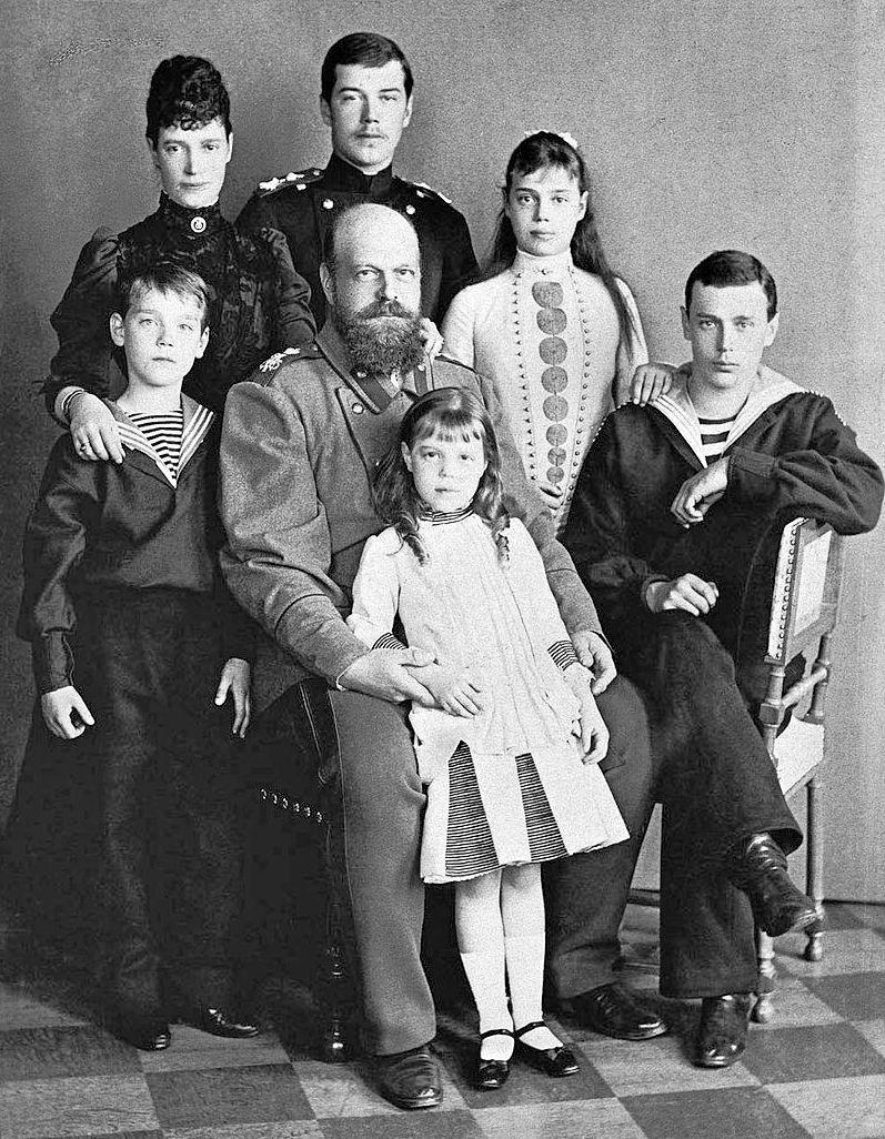 Они намного пережили своего брата: как сложилась судьба родных сестер Николая II
