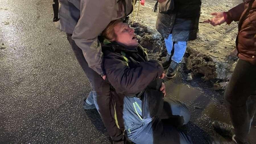 В больнице заявили о «великолепном состоянии» женщины, получившей удар в живот от полицейского в Петербурге
