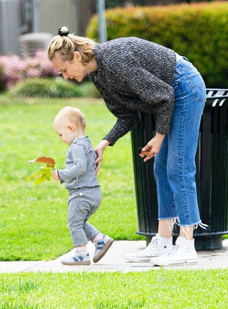 Редкий выход: Диана Крюгер на прогулке с дочкой в Лос-Анджелесе tayathome,Дети,Дети знаменитостей