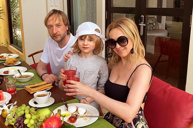 Яна Рудковская и Евгений Плющенко с сыном Сашей отдыхают на Мальдивах