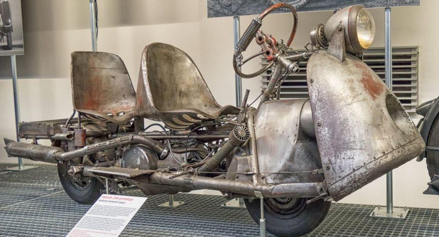 Dalnik — мотоцикл с рулевым колесом и необычными сиденьями Мото