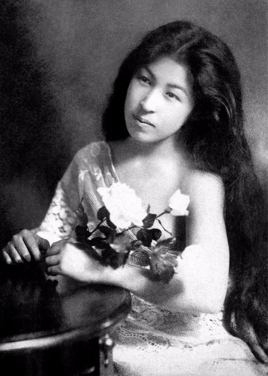 Без кимоно: молодые гейши в студийных портретах 1900-х годов