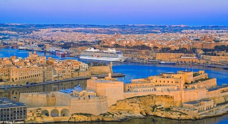 24. Мальта - популярное круизное место с колоритной историей, красивой гаванью и уютными улицами с магазинчиками. На фото - судно Viking Sun причаливает в Валлетте красиво, красивые места, круиз, круизы, мир, паром, путешествия, фото