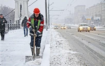 Столичные коммунальщики вышли на уборку снега