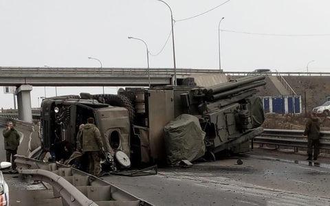 Ракеты рассыпались (реально!) – во Владивостоке опрокинулся КАМАЗ