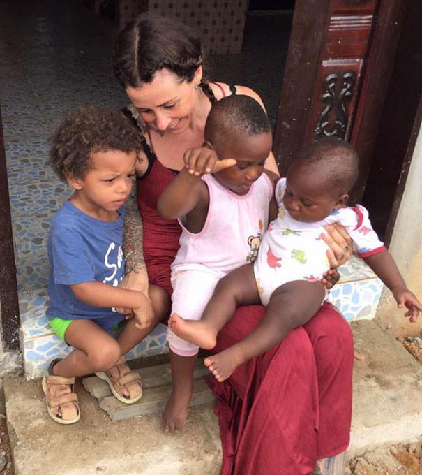"""Он живет в детском доме с другими детьми, которые были обвинены родителями в """"колдовстве"""" дети, доброта спасет мир"""
