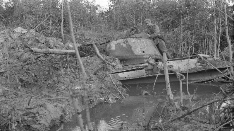 «Держаться до последнего патрона!»: как завязший в болоте танк две недели отбивал атаки немцев