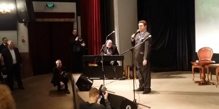 """Кобзон посвятил песню """"Мы из бессмертья"""" Мотороле"""