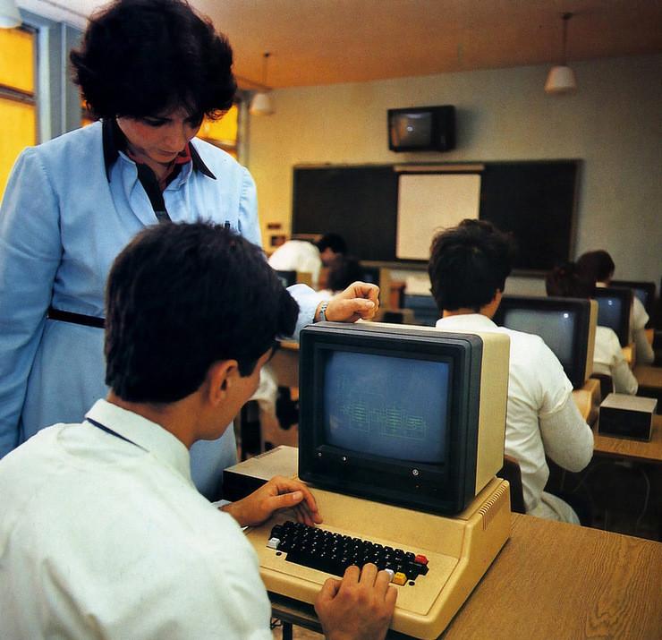 Образование. 1980е, Плевен, урок информатики на компьютере Правец 82: СССР, болгария, быт, история, это интересно