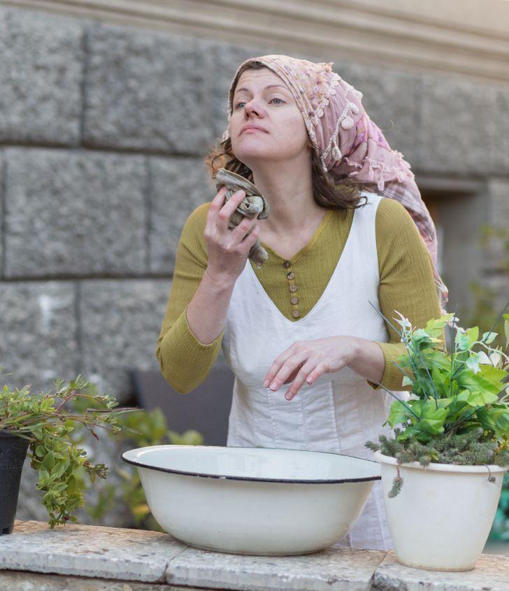 Я провела один день как женщина из Средневековья и теперь знаю, почему они мыли голову только раз в неделю
