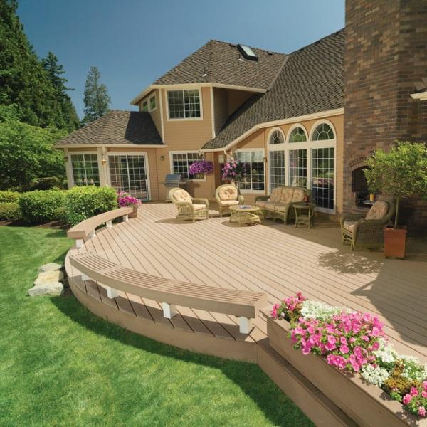 Планировка двора частного дома - фото зоны отдыха на террасе