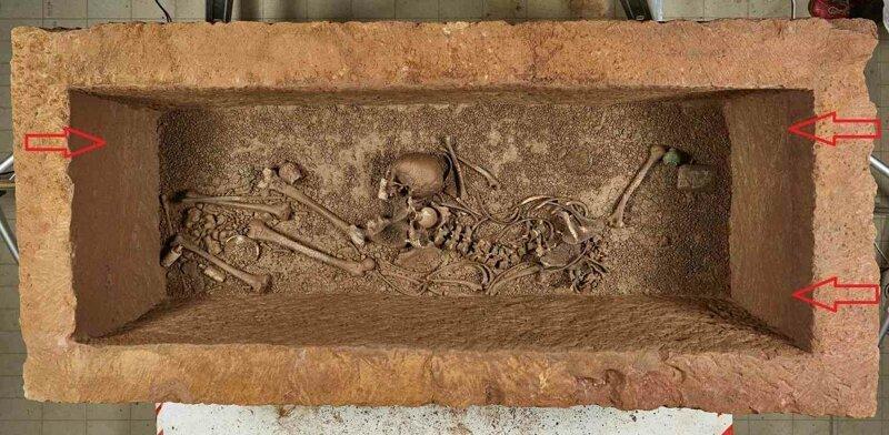 Это уровень грунтовых вод, затопивших саркофаг! археология, загадки, история, расследование