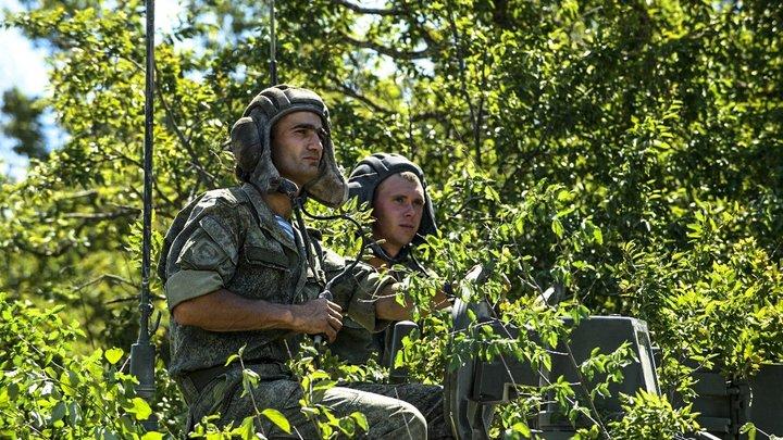 """""""Тут сыро, мёрзну"""". """"Всё, давайте прекращаем это"""": Сбежавший из части солдат молил о помощи. Ему посоветовали развести костёр"""