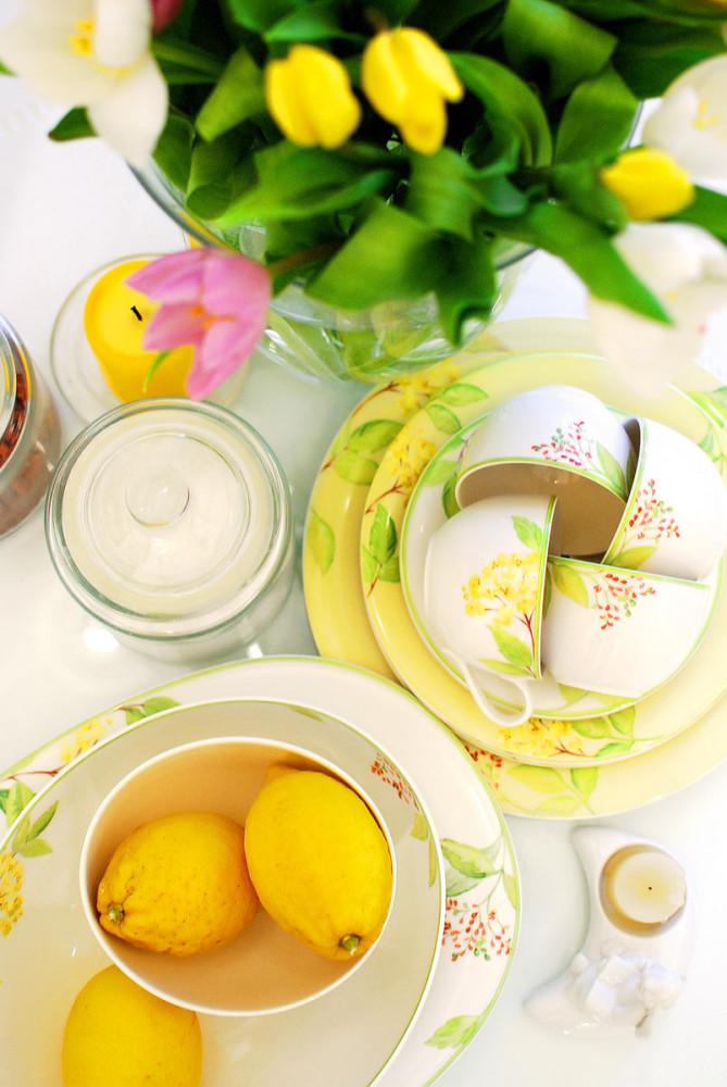 Кухня в цветах: светло-серый, белый, лимонный, салатовый. Кухня в .