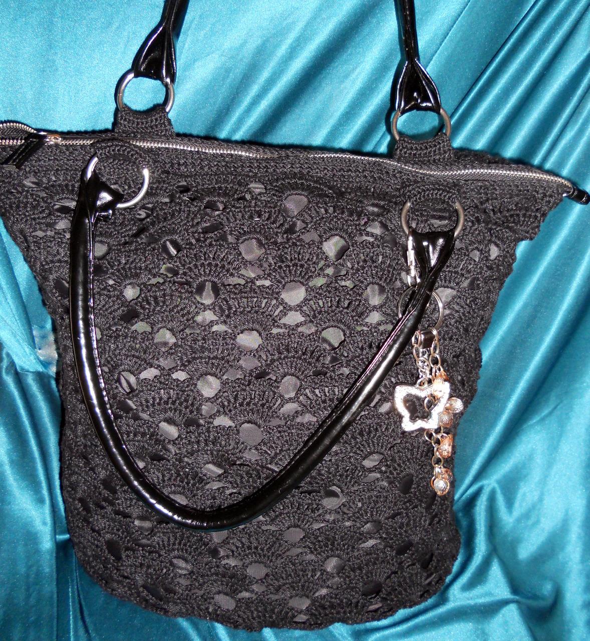 Черная летняя сумка крючком