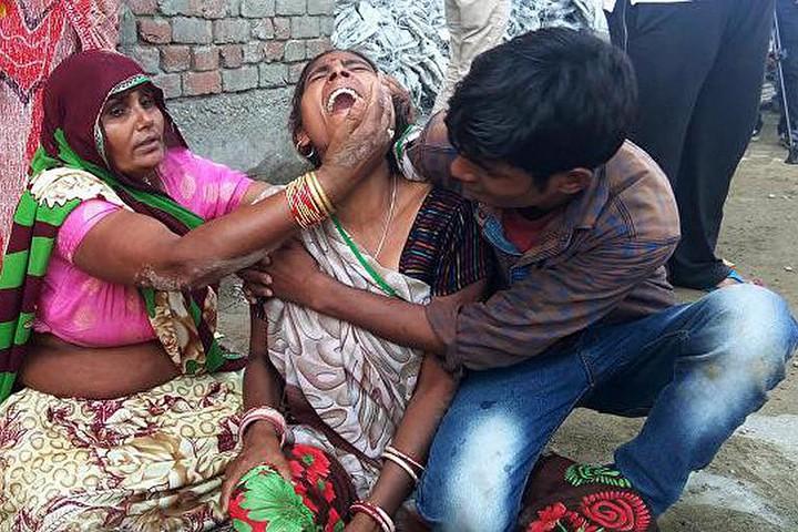 В Индии молодожены подорвались на бомбе из свадебного подарка