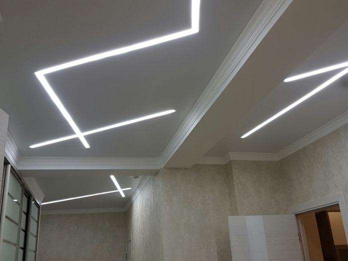 потолочная конструкция с парящими линиями