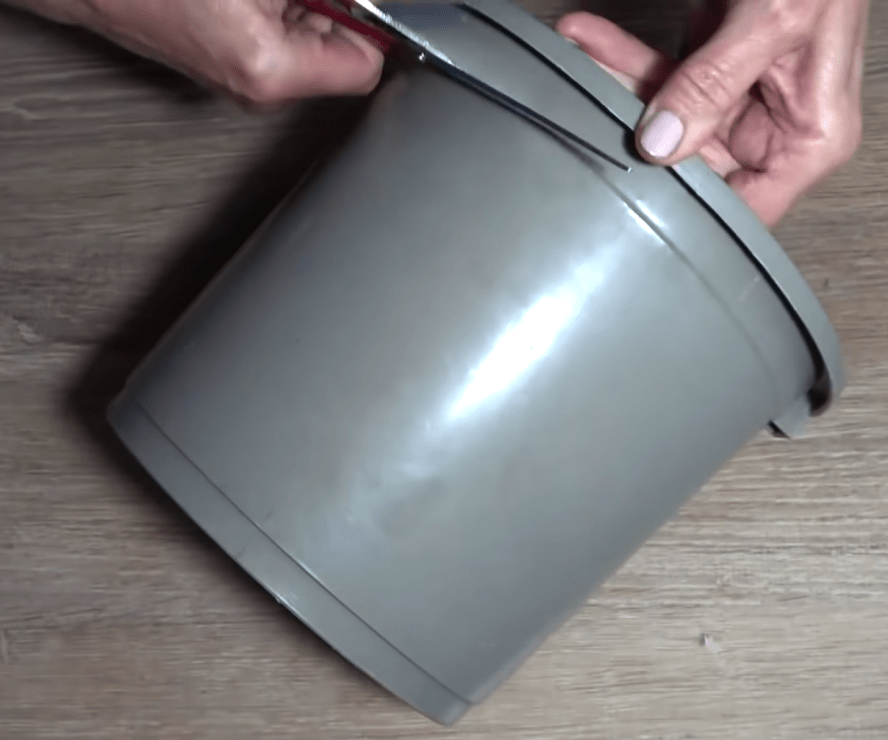 Как при помощи сломанного ведра украсить интерьер