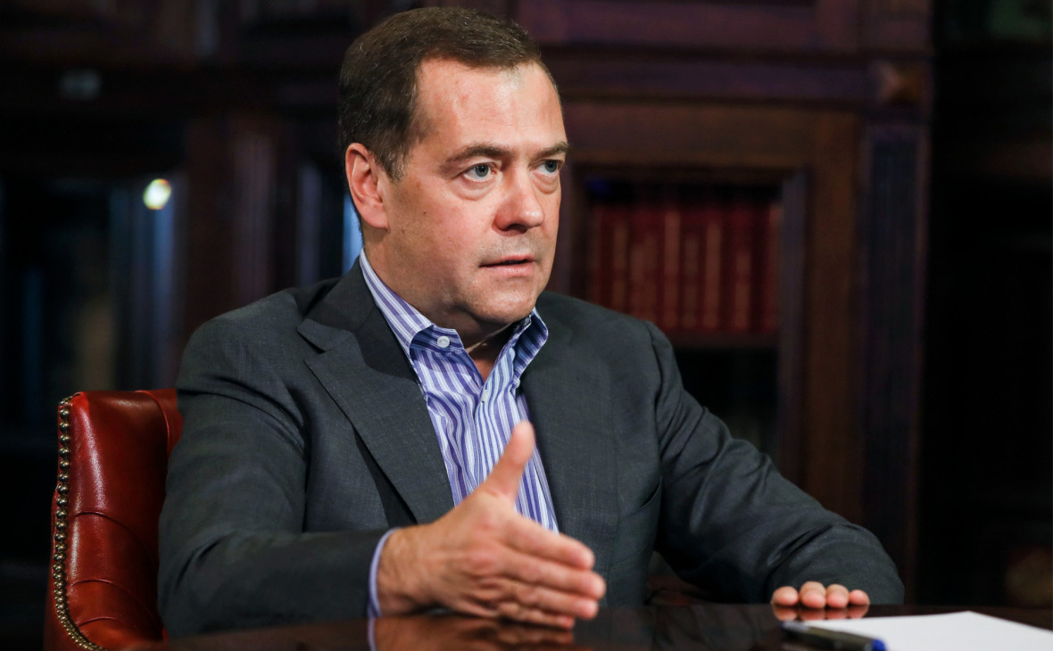Медведев предложил продавать нефть по принципу take or pay