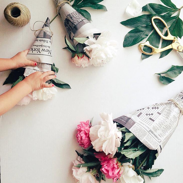 Простота является ключом ко всему! Надоели упаковки для цветов? Сделайте оригинальную сами газета, крутые советы, переработка, полезные хитрости, фото, что можно сделать