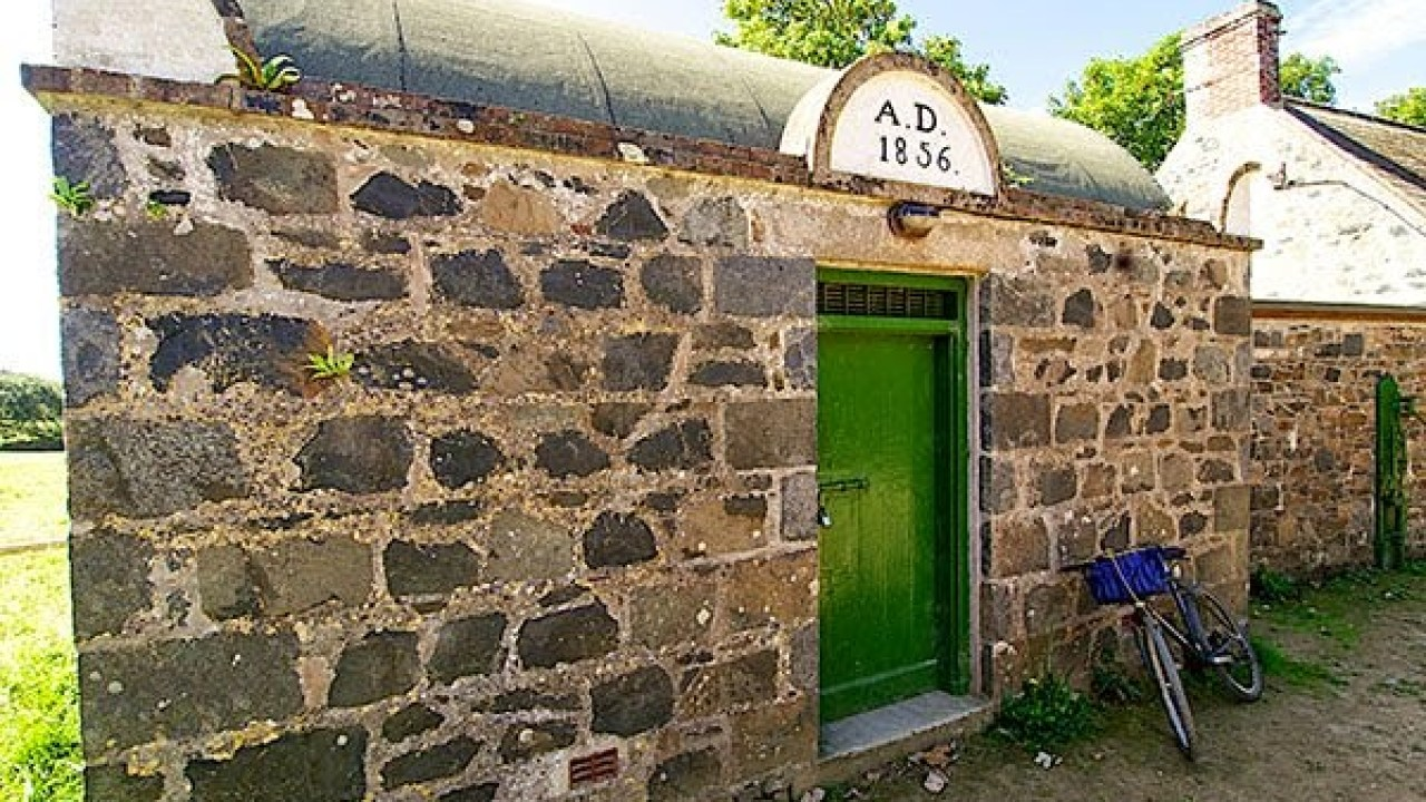 Самая маленькая тюрьма в мире: потрясающие истории острова Сарк