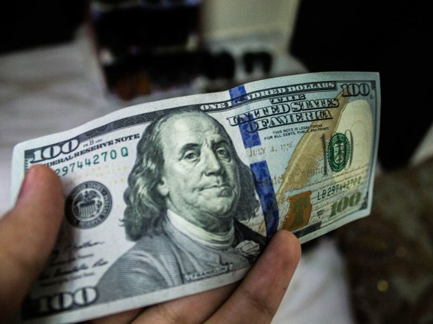 СМИ: крах доллара уже близко, счёт идет на недели или дни
