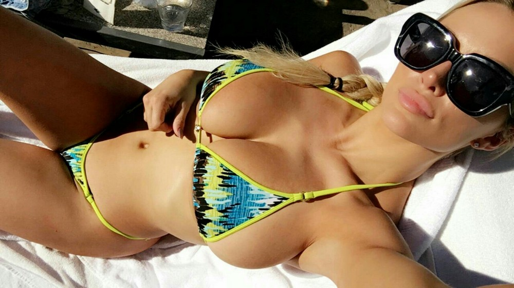 devushki-v-intim-bikini
