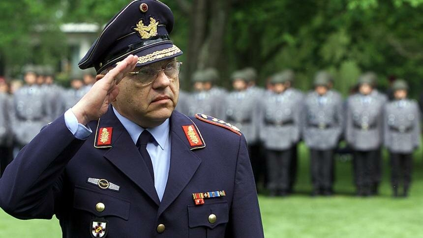 Генерал НАТО кратко рассказал, в чем отличия русских и американских солдат новости,события