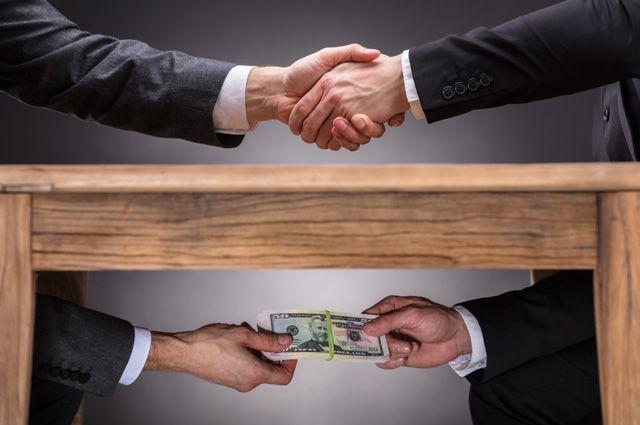 Приговор дороже денег. Почему за взятку — штраф, а за кражу колбасы — срок?