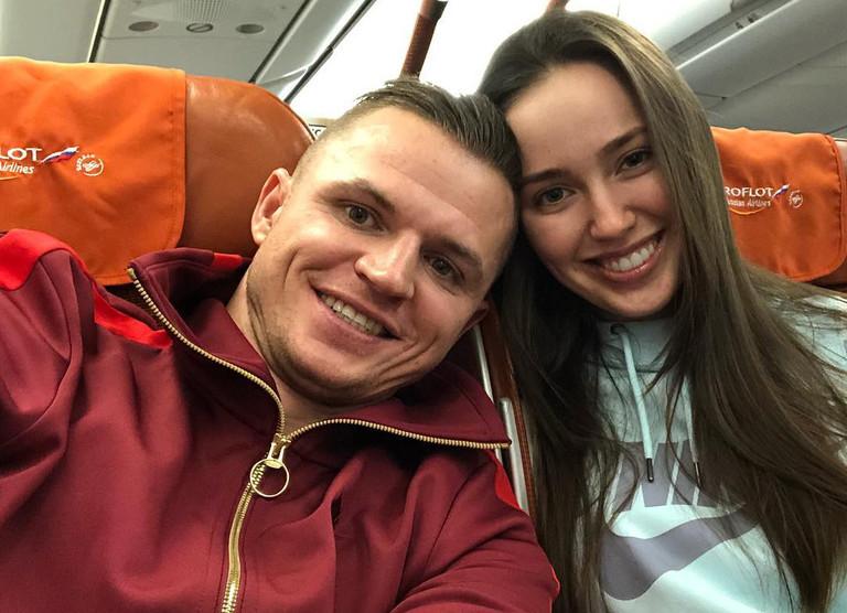 Всего через две недели после свадьбы: Тарасов променял беременную жену на ночь с блондинкой