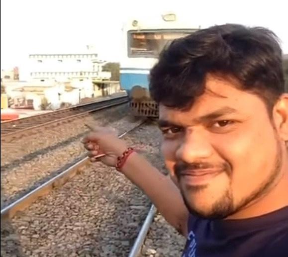 Парень снимал крутое селфи, а снял, как его сбил несущийся поезд (убийственное ВИДЕО)