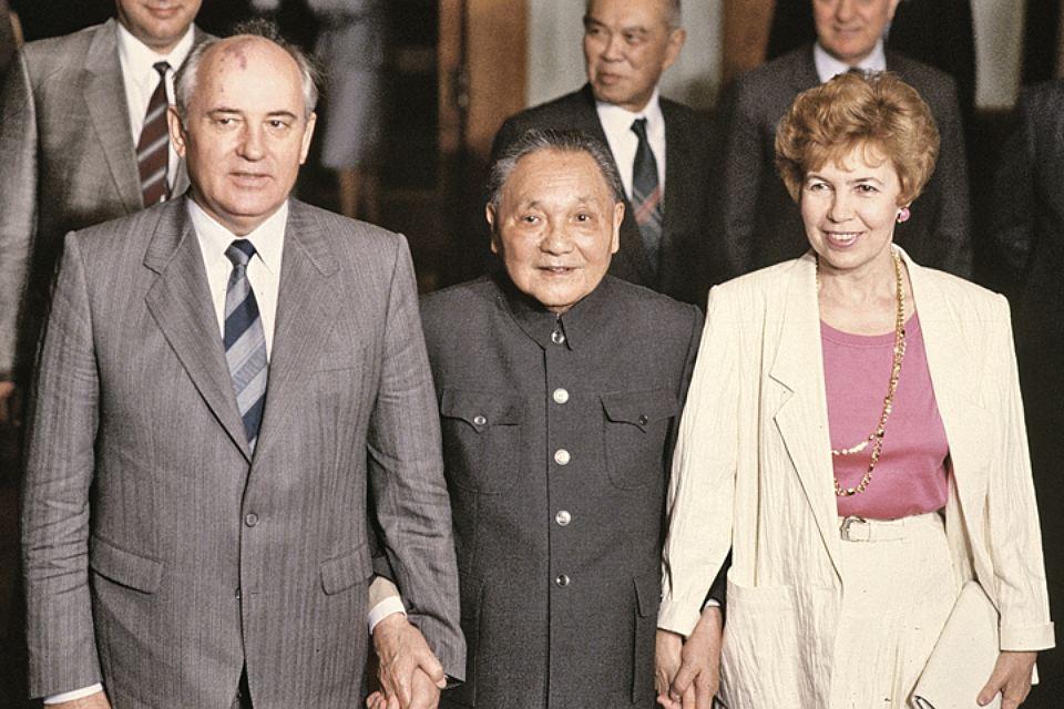 Почему Горбачев не пошел по китайскому пути и развалил СССР
