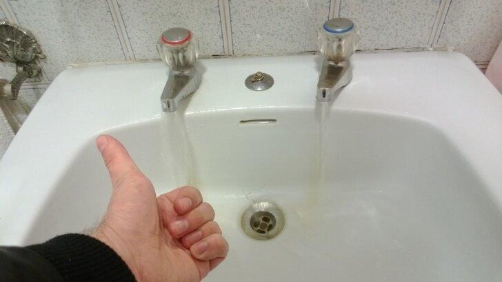 В Португалии, как и в Англии, нужно наловчиться смешивать воду прямо в ладонях страны, факты, это интересно