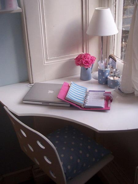 mini-home-office-nook-near-window5