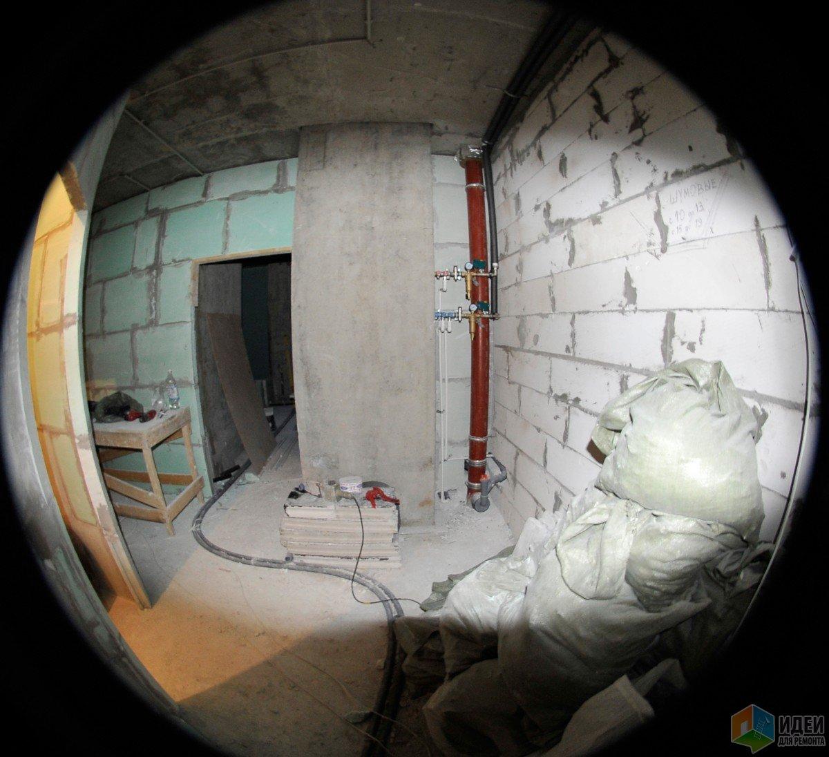 А вот и стояк, где в будущем будет висеть люк, который мне надо закрыть)))