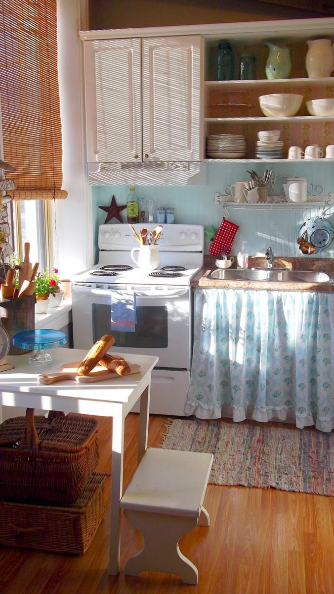 Расскажу и покажу на примерах, как сделать красивую кухню на даче за копейки