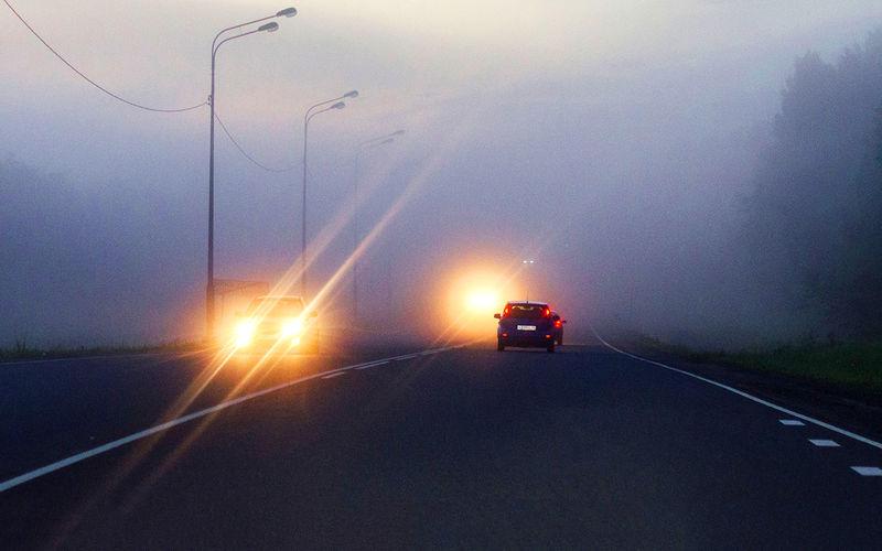 Мне моргают дальним светом фар — что бы это значило?