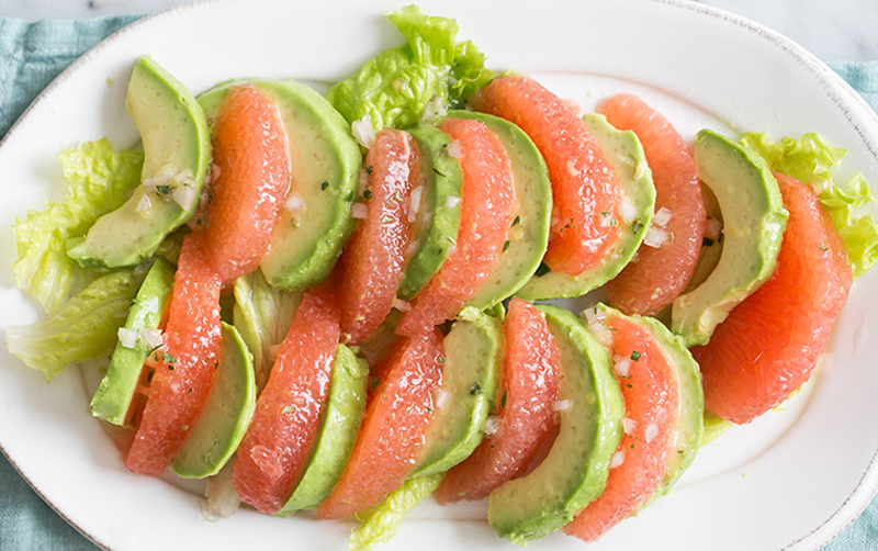 Рецепты в жару: потрясающе простой рецепт салата из грейпфрута и авокадо