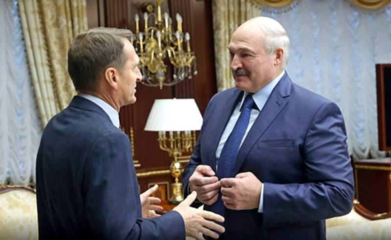 Что кроется за визитом главы внешней разведки России в Минск Политика