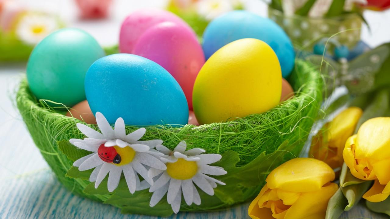 Красим яйца на Пасху - лучшие 10 способов! Пасхальные цыплята из киндер сюрприза. Мастер-класс
